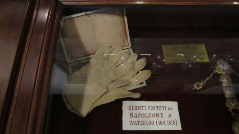 napoleon's gloves